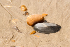 Pebbles in the sand central Stock Photos