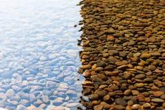 pebbles under vatten Royaltyfria Bilder