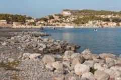 Pebbly strand på Port de Soller Fotografering för Bildbyråer