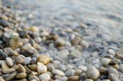 Peblles auf dem Strand Stockfoto