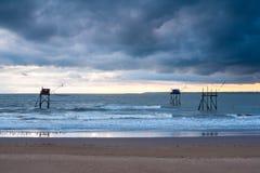 Pecherie visserijhutten op zee op zee Stock Afbeelding