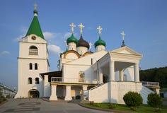 Pechersky上生修道院大教堂在一个夏天晚上 Nizhny Novgorod 免版税库存图片