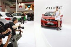 Pechino Cina il 27 aprile, modello femminile nell'esposizione automatica Immagine Stock