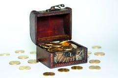 Pecho con el dinero Imágenes de archivo libres de regalías