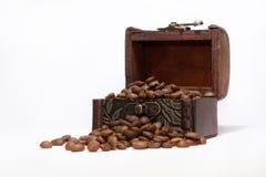 Pecho con los granos de café Fotos de archivo libres de regalías