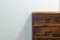 Pecho de cajones de madera Fotografía de archivo