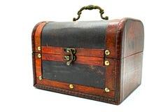 Pecho de cuero de madera de Brown con la cerradura rápida, aislante, en el fondo blanco fotos de archivo