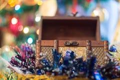 Pecho de la caja de la Navidad Fotografía de archivo