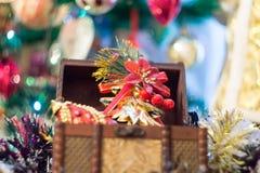 Pecho de la caja de la Navidad Imágenes de archivo libres de regalías