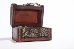 Pecho de madera abierto Imágenes de archivo libres de regalías