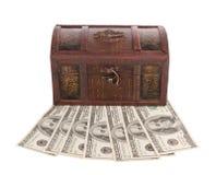 Pecho de madera con el dinero Imagen de archivo libre de regalías