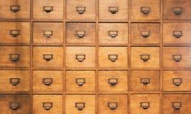 Pecho de madera del boticario con los cajones Fotos de archivo