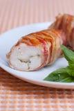 Pecho de pollo relleno con el queso y la albahaca, abrigo Fotos de archivo libres de regalías