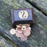 Pecho de tesoro con las monedas euro Foto de archivo libre de regalías