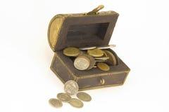 Pecho de tesoro del dinero Imagenes de archivo