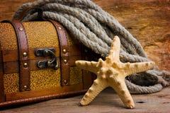 Pecho de tesoro del pirata fotografía de archivo libre de regalías