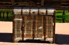 Pecho oxidado viejo Imagen de archivo libre de regalías