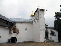 pechora Pskov scava il monastero Cappella di Nikolas del san Fotografia Stock Libera da Diritti