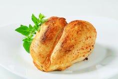 Pechos de pollo asados imagenes de archivo