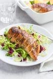 Pechuga de pollo asada con la ensalada fresca Fotos de archivo libres de regalías