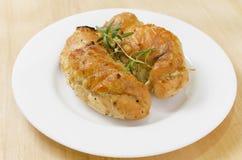 Pechuga de pollo cocida picante con romero foto de archivo