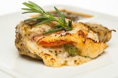 Pechuga de pollo con la hierba del queso y del romero foto de archivo