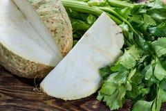 Peciole torrado verde cru fresco da cabeça e do aipo da raiz do aipo vermelho, ing Foto de Stock