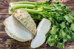Peciole torrado verde cru fresco da cabeça e do aipo da raiz do aipo vermelho, ing Imagem de Stock Royalty Free