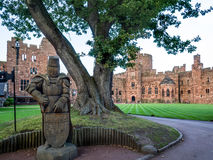 PECKFORTON, CHESHIRE/UK - SEPTEMBER 15 : Wooden Knight in the Gr Stock Photography