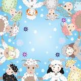 Pecore adorabili e ragazze vestite come pecore in un cerchio Immagine Stock Libera da Diritti