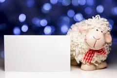 Pecore con la carta in bianco Fotografie Stock Libere da Diritti