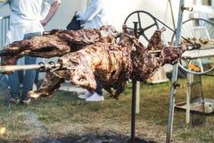Pecore cucinate su uno sputo Fotografia Stock