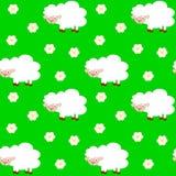 Pecore divertenti sveglie del fumetto nel modello senza cuciture del prato Fotografia Stock Libera da Diritti