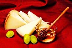 Pecorino、蜂蜜和葡萄 免版税库存照片