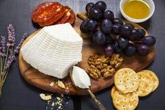 Pecorino乳酪用梨和果酱 意大利开胃菜 库存图片