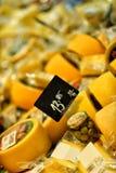 Pecorino, formaggio a pasta dura italiano con oliva spagnola Fotografia Stock