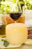 Pecorino, rosso del vino di carasau e della lastra di vetro Immagine Stock