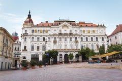 PECS, ВЕНГРИЯ июль 15 2017 Графство Hall в квадрате Szechenyi, Pecs стоковая фотография rf