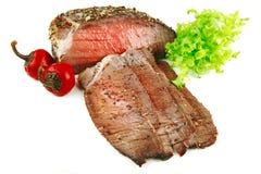 Pedaço da carne com fatias e pimenta Imagem de Stock