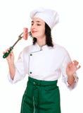 Pedaço da carne fresca do cheiro da mulher do cozinheiro chefe foto de stock