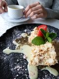 Pedaço de bolo napoleon imagens de stock royalty free