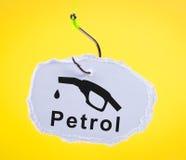 Pedaço de papel no gancho de pesca com bocal de combustível. fotografia de stock