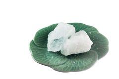 Pedaço dois isolado do alume na placa verde Imagem de Stock Royalty Free