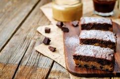 Pedaços de chocolate, barras de chocolate da manteiga de amendoim imagens de stock royalty free