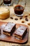 Pedaços de chocolate, barras de chocolate da manteiga de amendoim foto de stock