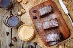 Pedaços de chocolate, barras de chocolate da manteiga de amendoim fotografia de stock royalty free