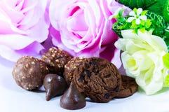 Pedaços de chocolate e cookies Fotografia de Stock