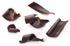 Pedaços de chocolate isolados em um branco Fotos de Stock