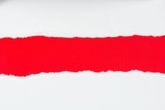 Pedaços de papel de papel vermelhos do rasgo no branco Fotos de Stock
