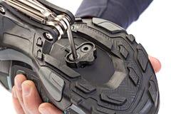 Pedal clipless da instalação às sapatas do ciclismo Fotografia de Stock Royalty Free